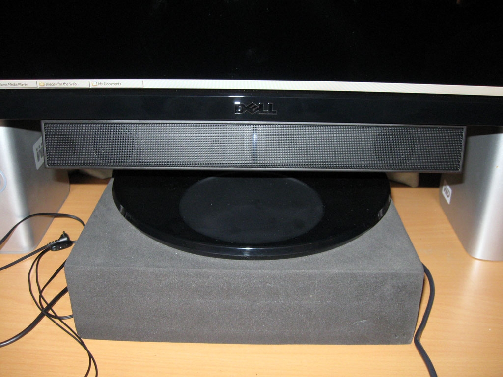 http://www.elduderino.co.uk/dellsp2309w/photos/10soundbar.jpg